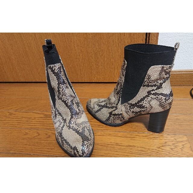 GU(ジーユー)のパイソンサイドゴアブーツ レディースの靴/シューズ(ブーツ)の商品写真