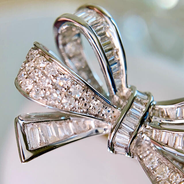 K18WG 上質リボンダイヤモンドリング D0.80ct pt900 鑑別書 レディースのアクセサリー(リング(指輪))の商品写真