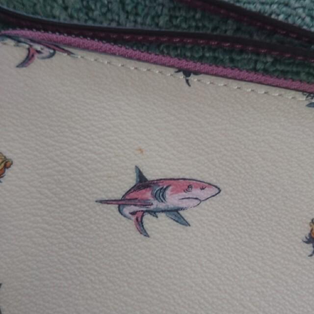 COACH(コーチ)のCOACH シャーク SHARK 鮫柄 ポーチ レディースのファッション小物(ポーチ)の商品写真