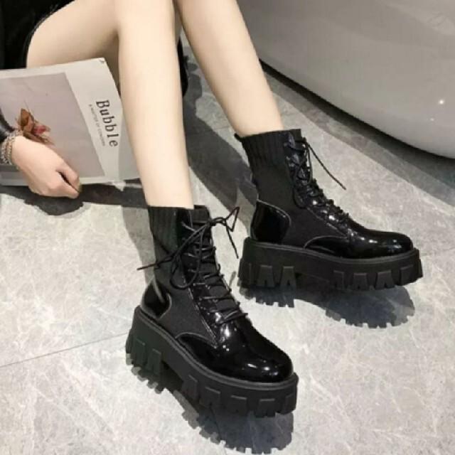 編み上げ ショートブーツ エナメル 韓国ファッション レディースの靴/シューズ(ブーツ)の商品写真