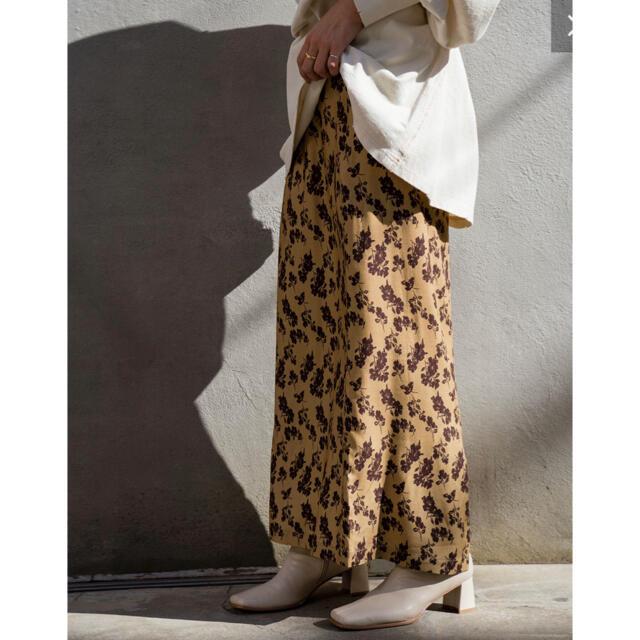 Kastane(カスタネ)の春新作 kastane カスタネ  配色花柄Iラインスカート レディースのスカート(ロングスカート)の商品写真