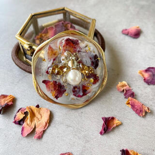 アメリヴィンテージ(Ameri VINTAGE)の蜜蜂と薔薇のニュアンスヘアゴム(ヘアアクセサリー)