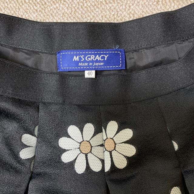 M'S GRACY(エムズグレイシー)のエムズグレイシー マーガレット柄スカート 未使用 レディースのスカート(ひざ丈スカート)の商品写真