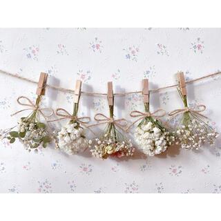 淡い3種のバラとかすみ草とユーカリのホワイトドライフラワーガーランド♡スワッグ(ドライフラワー)