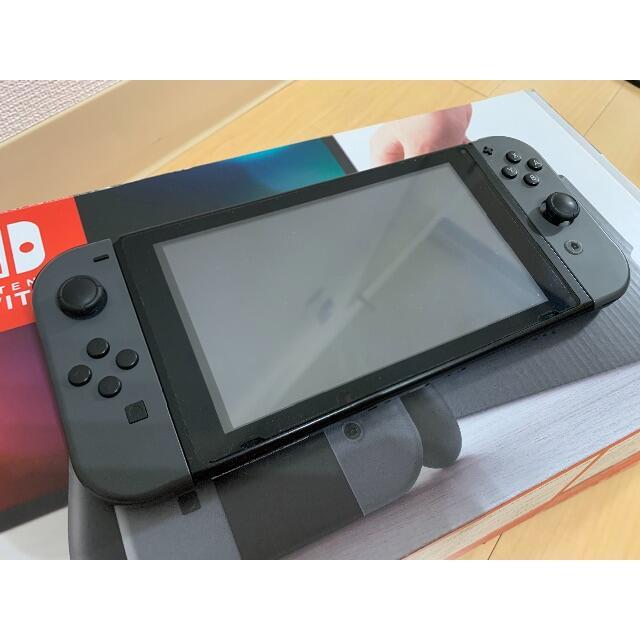 Nintendo Switch(ニンテンドースイッチ)のNintendo Switch グレー 中古品 エンタメ/ホビーのゲームソフト/ゲーム機本体(家庭用ゲーム機本体)の商品写真