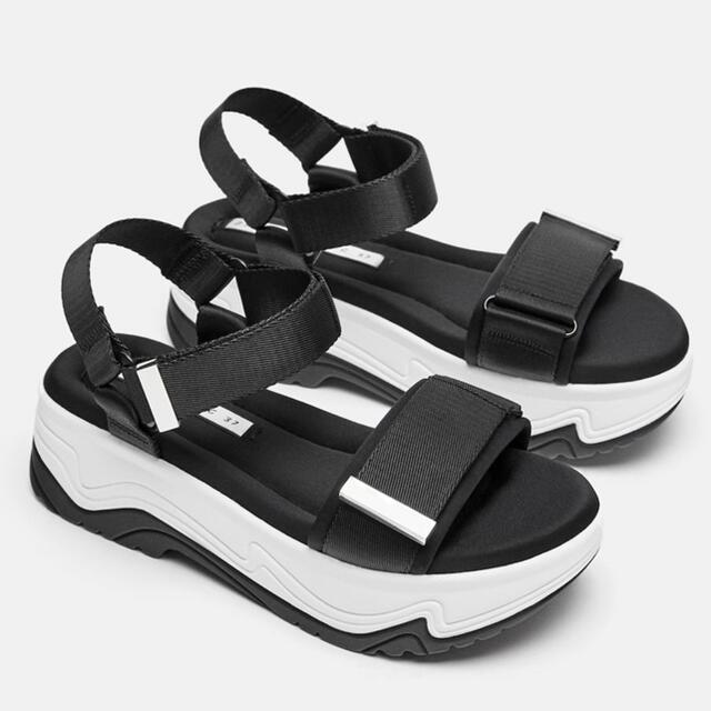 ZARA(ザラ)のZARA trafaluc collectionプラットフォームスポーツサンダル レディースの靴/シューズ(サンダル)の商品写真