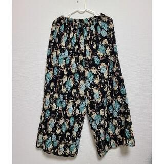 ダブルクローゼット(w closet)の花柄 くすみ ガウチョ パンツ ゴム(カジュアルパンツ)