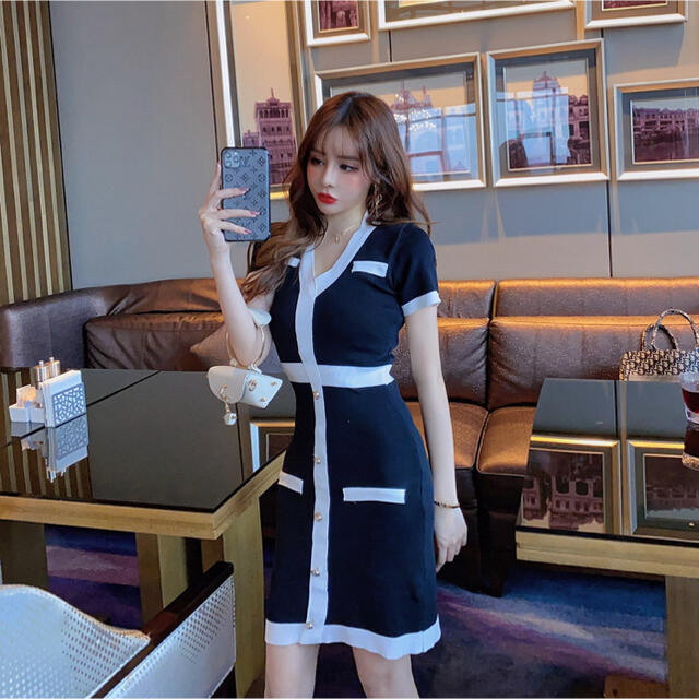 JEWELS(ジュエルズ)のバイカラーVネック膝丈ワンピース(ブラック) レディースのフォーマル/ドレス(ナイトドレス)の商品写真