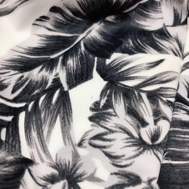 CECIL McBEE(セシルマクビー)のCECIL McBEE モノトーンフラワー タックパンツ*エゴイスト リエンダ レディースのパンツ(カジュアルパンツ)の商品写真