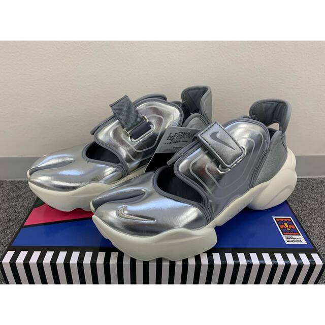 NIKE(ナイキ)のNIKE ナイキ AQUA RIFT アクアリフト 25 シルバー レディースの靴/シューズ(スニーカー)の商品写真