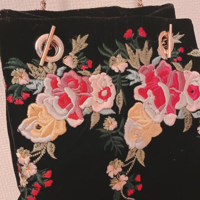 ZARA(ザラ)のZARA 刺繍 スエード バッグ レディースのバッグ(ショルダーバッグ)の商品写真
