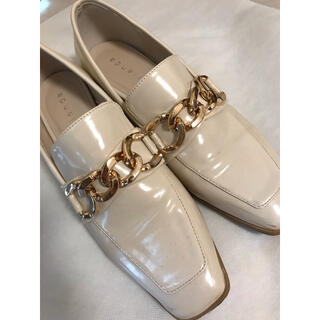 リエンダ(rienda)のrienda スクエアトゥチェーンローファー ホワイト Mサイズ(ローファー/革靴)