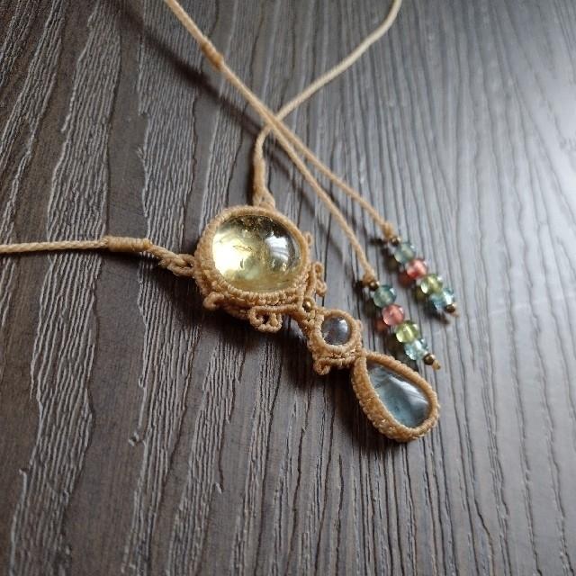 シトリンとラブラドライトとフローライトのマクラメネックレス ハンドメイドのアクセサリー(ネックレス)の商品写真