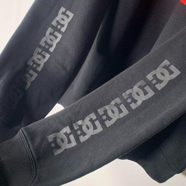 XLARGE(エクストララージ)の【極美品 DCシューズ コラボ】エクストララージ スリーブロゴ スウェット. メンズのトップス(スウェット)の商品写真