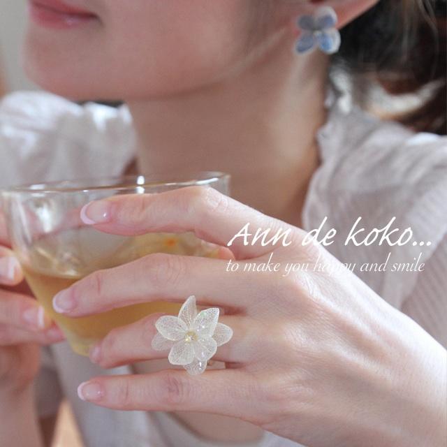 【ブライダルシーンを演出♡】ホワイト・フルーリール・リング(本物の紫陽花使用) ハンドメイドのアクセサリー(リング)の商品写真