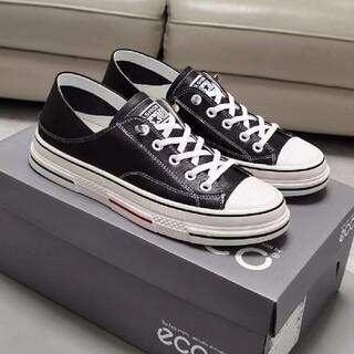 ECCO本革の女性の白い靴