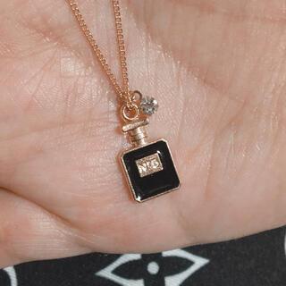 Dior - 12.ミニ香水瓶ピンクゴールドネックレス GU ニットシャネル