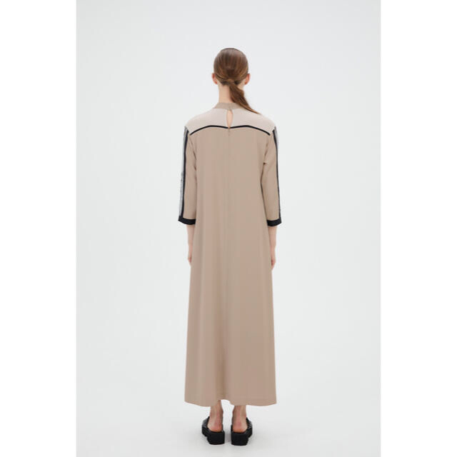 mame(マメ)のMURRAL Framed flower dress (Beige)サイズ2 レディースのワンピース(ロングワンピース/マキシワンピース)の商品写真