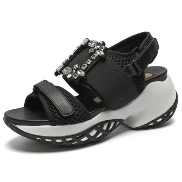 ROGER VIVIER(ロジェヴィヴィエ)のビジューバックル スポーツサンダル インポート ブラック レディースの靴/シューズ(サンダル)の商品写真
