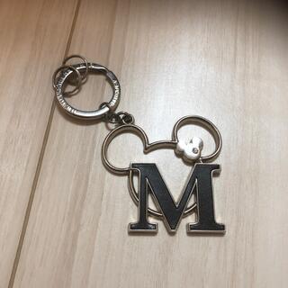 ディズニー(Disney)のミッキーマウス キーホルダー イニシャルキーホルダー M(チャーム)
