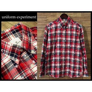 ユニフォームエクスペリメント(uniform experiment)の限定 ユニフォームエクスペスリメント スター プリント チェック シャツ M 赤(シャツ)