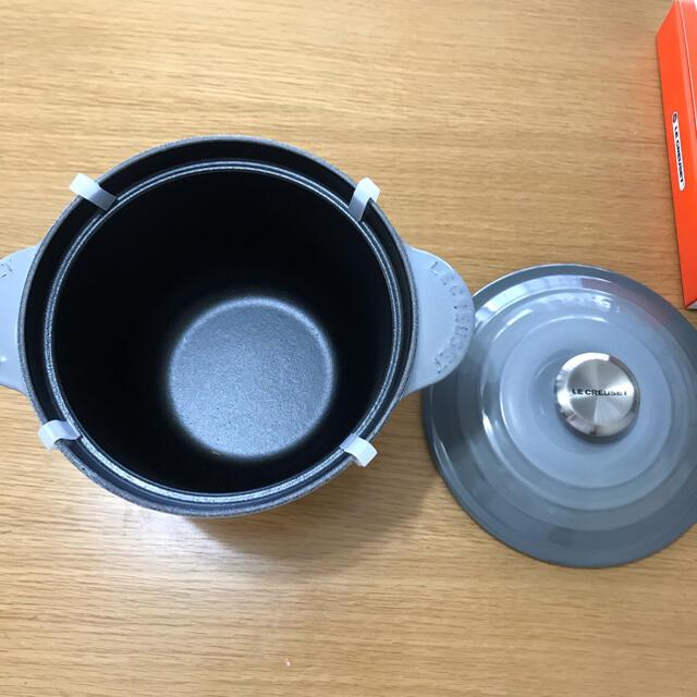 LE CREUSET(ルクルーゼ)の新品未使用 ル・クルーゼ ココット・エブリィ 18 インテリア/住まい/日用品のキッチン/食器(調理道具/製菓道具)の商品写真