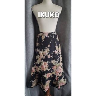 大変美品 IKUKO  日本製 素敵なバラ柄のコットンスカート 黒(ひざ丈スカート)