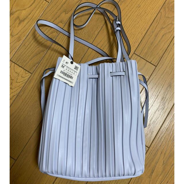 ZARA(ザラ)のZARA プリーツ加工入りバケットバッグ レディースのバッグ(ハンドバッグ)の商品写真