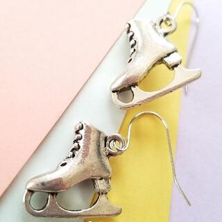No.641 スケート靴のシルバーピアス♦イヤリング エモい、銀色、大ぶりパーツ