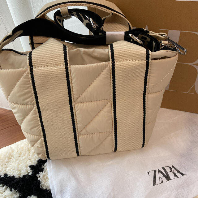 ZARA(ザラ)のZARAショルダーバック 新品未使用  レディースのバッグ(ショルダーバッグ)の商品写真