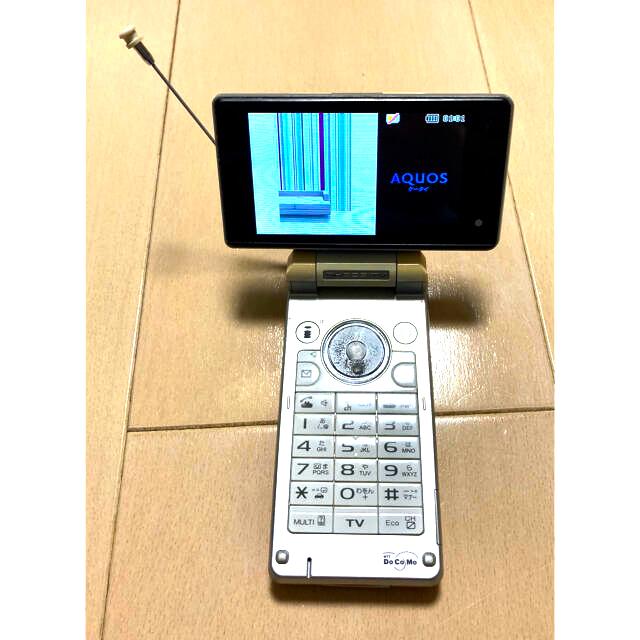 SHARP(シャープ)の値下げ SH903iTV docomo ガラケー ホワイト 本体のみ スマホ/家電/カメラのスマートフォン/携帯電話(携帯電話本体)の商品写真