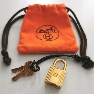 Hermes - HERMESゴールドカデナパドロック南京錠鍵付き
