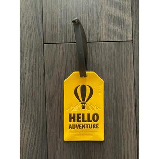 エーライフ(ALIFE)の新品HELLO ADVENTUREスクエアラゲージタグ イエロー未使用(旅行用品)