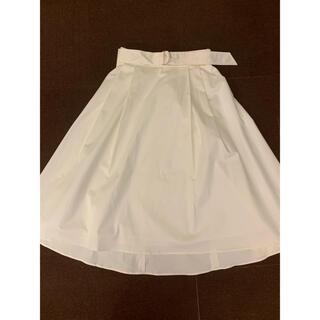 ビーラディエンス(BE RADIANCE)の白スカート(ひざ丈スカート)