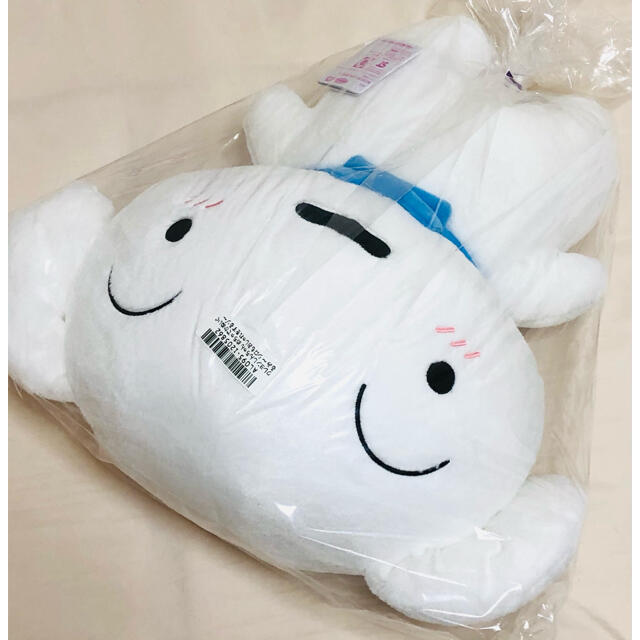 【sky様専用】クレヨンしんちゃん めちゃでかぬいぐるみ シロもオシャレをするぞ エンタメ/ホビーのおもちゃ/ぬいぐるみ(ぬいぐるみ)の商品写真