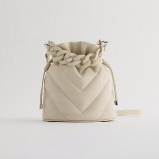 ZARA - ZARA キルティング ショルダーバッグ ホワイト 巾着バッグ