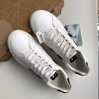 Vejaレースアップの白い靴
