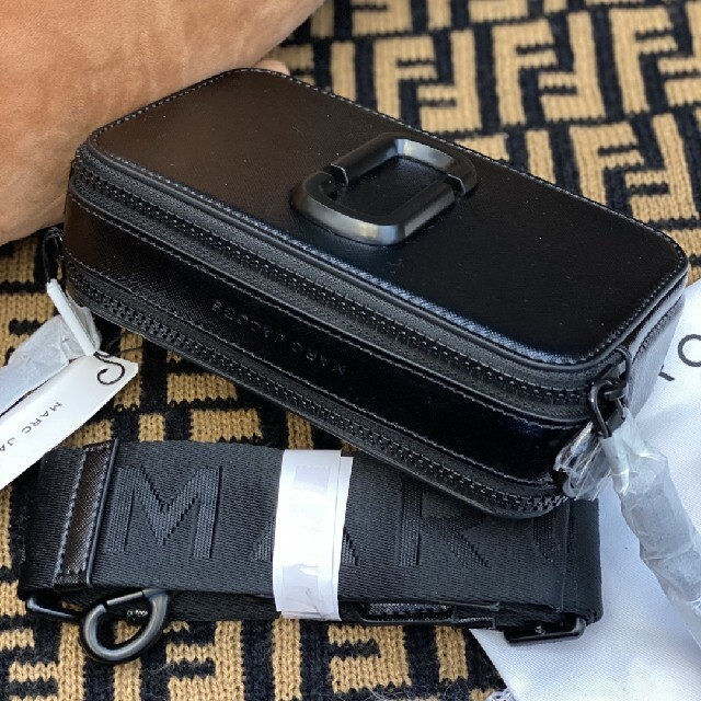 MARC JACOBS(マークジェイコブス)のMARC JACOBS ショルダーバッグ ブラック新品包装 レディースのバッグ(ショルダーバッグ)の商品写真