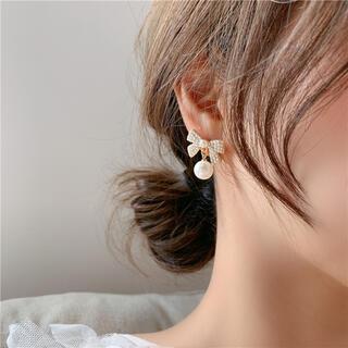 #500 リボンモチーフ大粒パール付きゆれるイヤリング韓国系