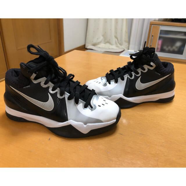 NIKE(ナイキ)の超美品 ナイキスニーカー 23cm ウォーキング スポーツジムに! レディースの靴/シューズ(スニーカー)の商品写真
