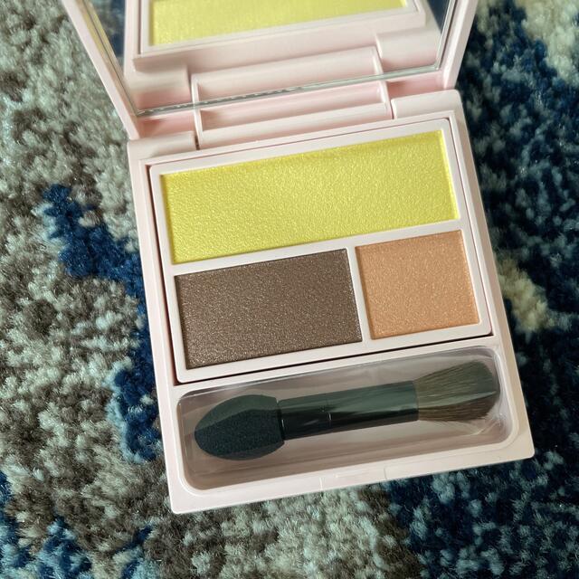 フーミー whomee アイシャドウパレット yolk yellow 新品 コスメ/美容のベースメイク/化粧品(アイシャドウ)の商品写真