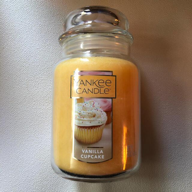 Yankee Candle Large Vanilla Cupcake コスメ/美容のリラクゼーション(キャンドル)の商品写真
