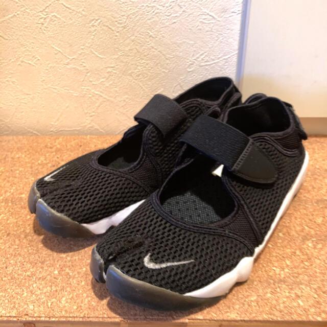 NIKE(ナイキ)のナイキエアリフト 25 ブラック レディースの靴/シューズ(スニーカー)の商品写真