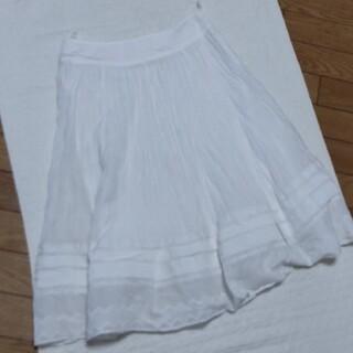 白いキユートなスカ-ト(ひざ丈スカート)