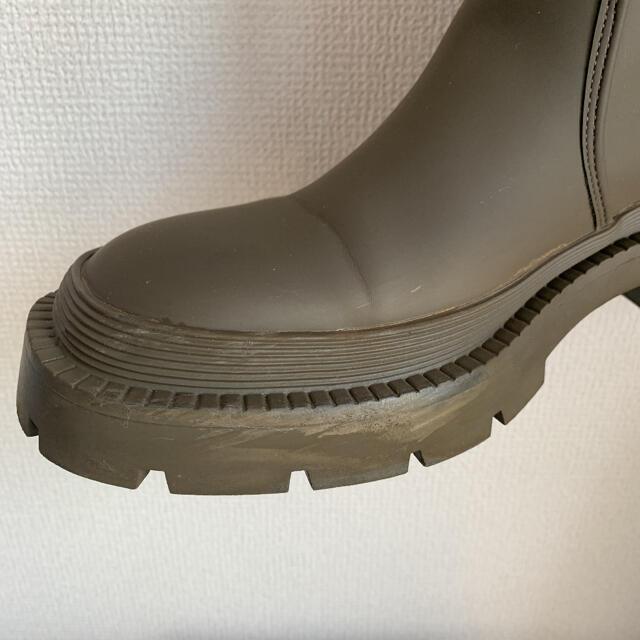 ZARA(ザラ)のZARA ラバー仕上げ フラットブーツ 39 レディースの靴/シューズ(ブーツ)の商品写真