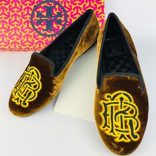 トリーバーチ(Tory Burch)の新品未使用★トリーバーチ★ロゴ刺繍ベロア フラットシューズ(5M)(ローファー/革靴)