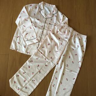 【GU】▷ サテンいちご柄パジャマ