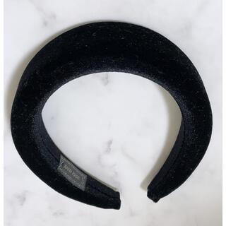 ザラ(ZARA)のカチューシャ ベロア ブラック 幅広 太い(カチューシャ)