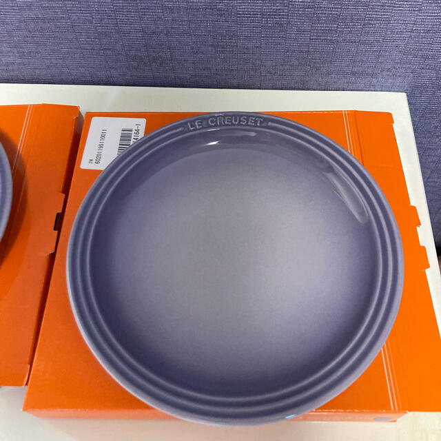 LE CREUSET(ルクルーゼ)のLE CREUSET Round Plate 19cm ブルーベルパープル 2枚 インテリア/住まい/日用品のキッチン/食器(食器)の商品写真