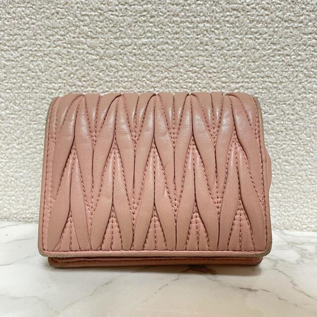 miumiu(ミュウミュウ)のmiumiu マトラッセ クリスタルウォレット ビジュー 二つ折り財布 レディースのファッション小物(財布)の商品写真